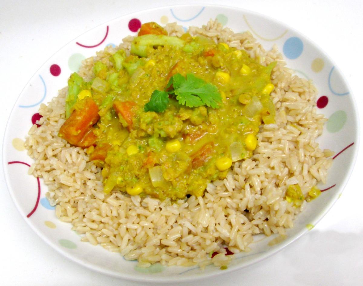 Curry vegan de lentilles corail carottes maïs et brocoli
