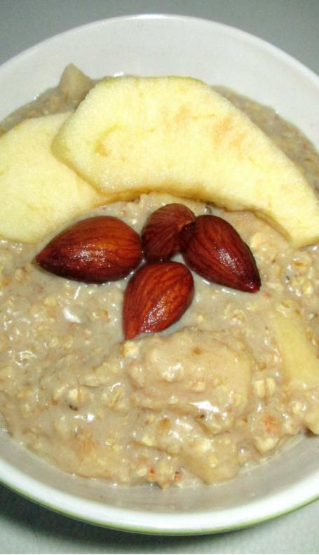 Porridge pomme – cannelle: petit-déjeuner végétalien aux floconsd'avoine
