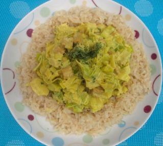 Poireaux crème végétale et curcuma avec dès de tofu
